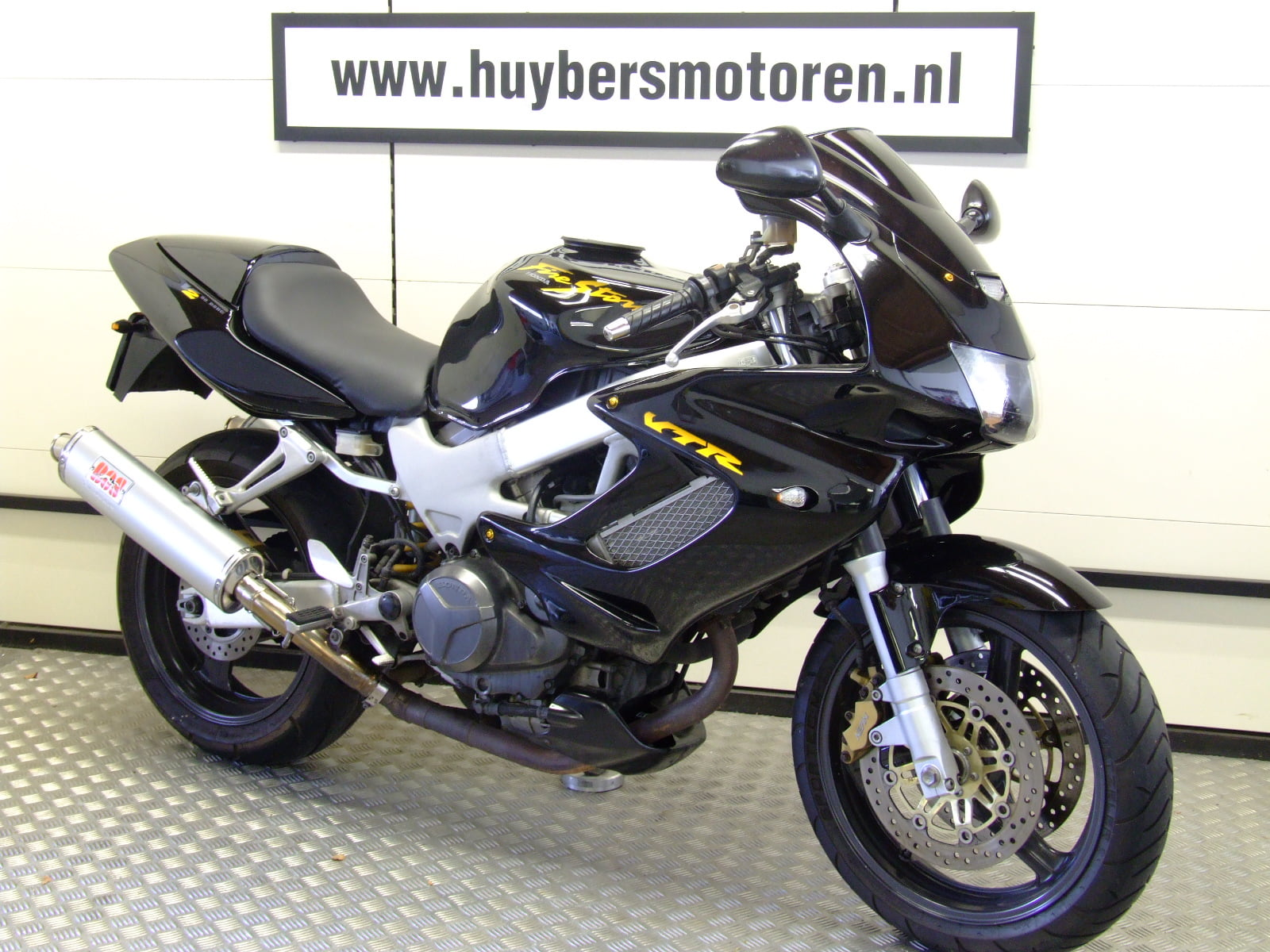 HONDA VTR 1000 FIRESTORM (LAST OWNER 6 YEARS, SPORTS CANS